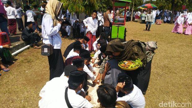 Kemeriahan Hari Santri di Ciamis: Pawai dan Makan Nasi Liwet