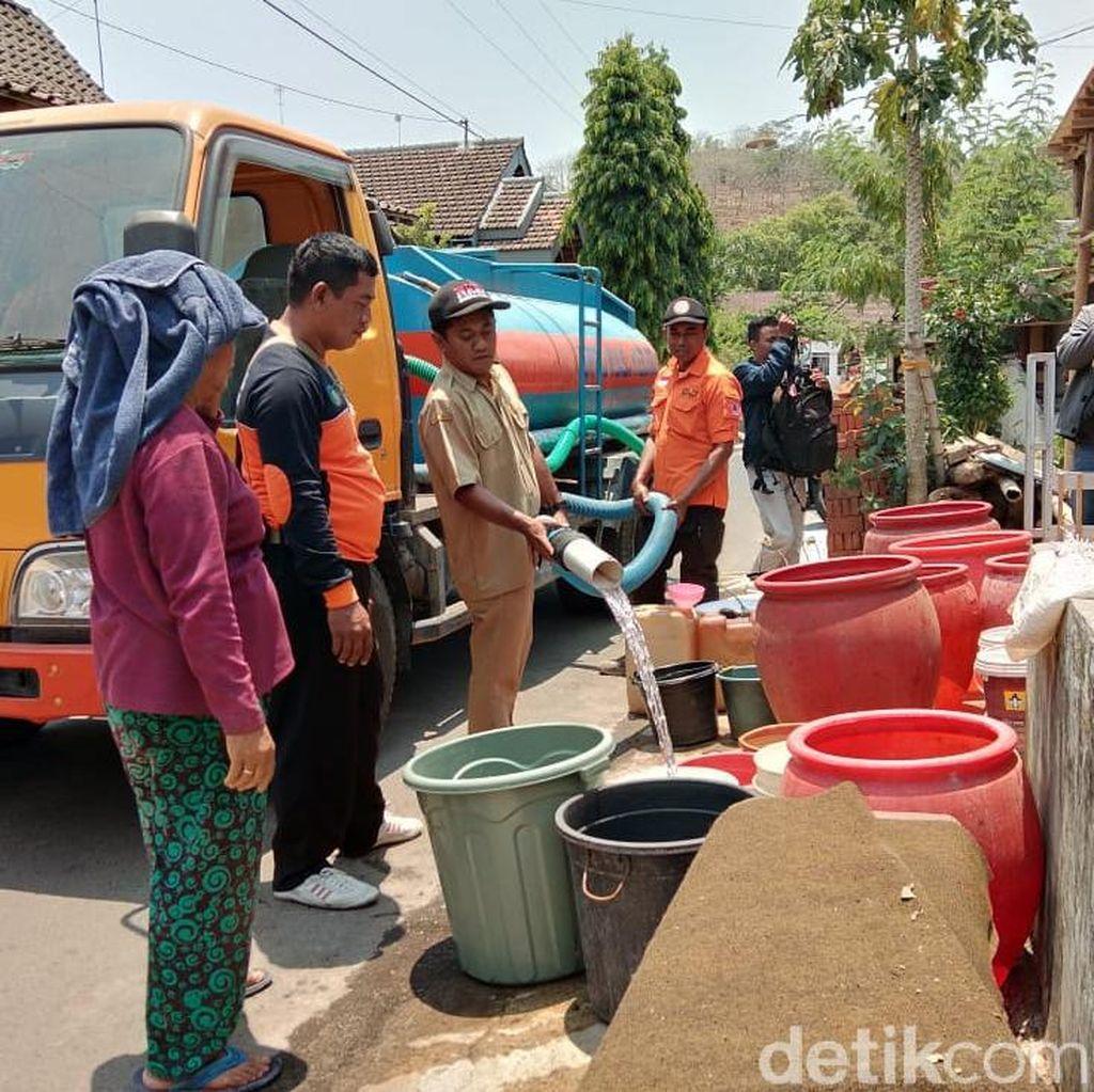 BPBD Kabupaten Kediri Dropping Air Bersih untuk Ratusan Warga