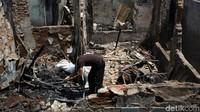 Sebelumnya, Kebakaran di wilayah itu terjadi pada Senin (21/10) pukul 15.08 WIB. Terdapat 51 bangunan rumah tinggal yang ikut hangus terbakar akibat kebakaran ini.