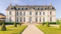 Dari luar, Chateau du Grand Luce di Loire Valley, Prancis tampak seperti bangunan rumah bangsawan di film-film Hollywood. Isinya pun sama, seperti istana! (dok. Istimewa)