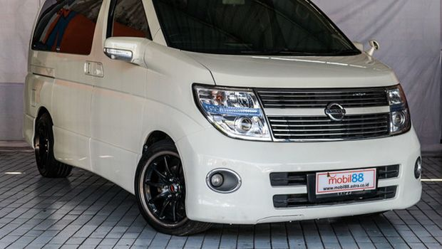 Nissan Elgrand tahun 2010