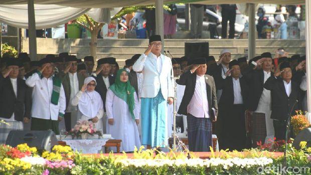 Bersarung di Hari Santri, Ridwan Kamil: 1.100 Pesantren Siap Pasarkan Produk