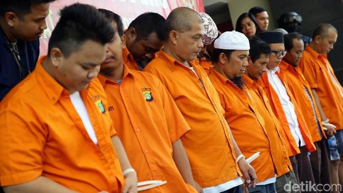 Lima belas tersangka penganiayaan Ninoy Karundeng (Grandyos Zafna/detikcom)