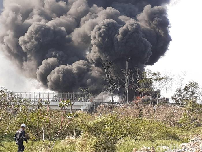 Kebakaran pipa Pertamina di Cimahi. (Yudha Maulana/detikcom)