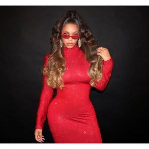 Foto: Beyonce Merah Merona dengan Gaun Kristal Rp 68 Juta