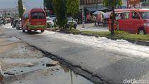Jalan Jamin Ginting Medan Dipenuhi Busa, dari Mana?