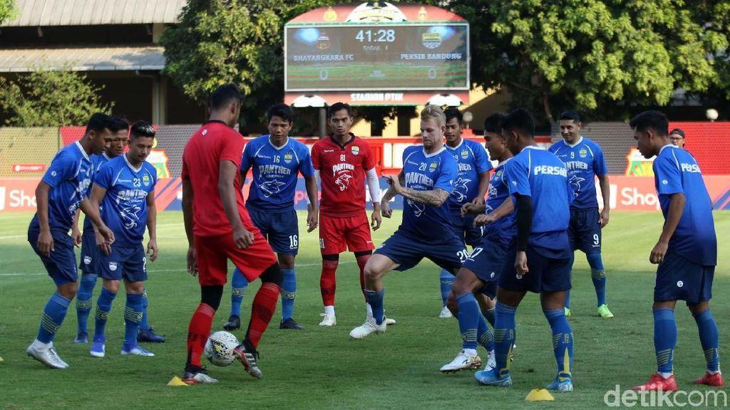 Bhayangkara FC Vs Persib Berebut Poin Penting