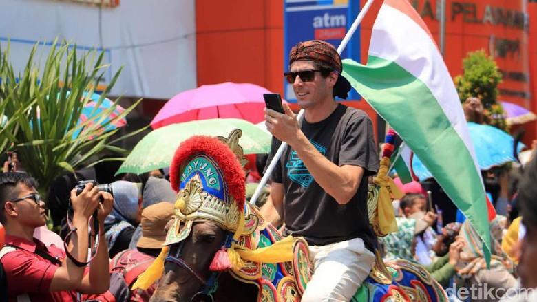 Kemeriahan Pembukaan West Java Paragliding World Championship 2019 di Sumedang. (Foto: Rico Bagus/detikcom)(Foto: Rico Bagus/detikcom)