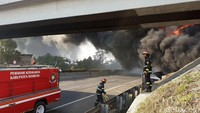 Dari informasi yang dihimpun, api muncul sekitar pukul 13.00 WIB.
