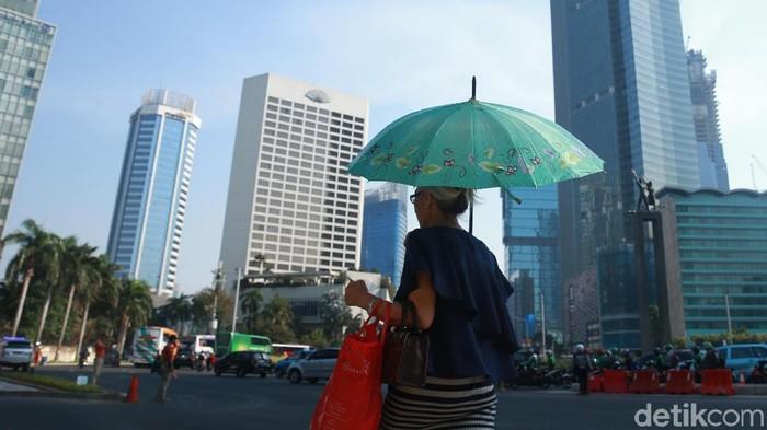 Suhu panas dan terik di Jakarta terhitung tembus 35 derajat celcius. (Foto: Ari Saputra)