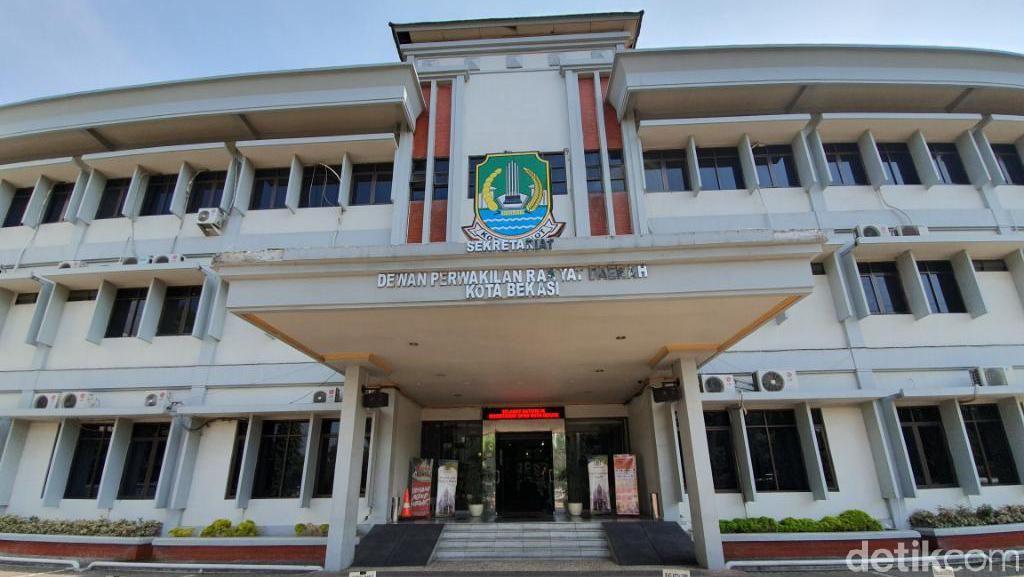 Foto Jokowi-Amin Belum Terpasang di Kantor DPRD Kota Bekasi