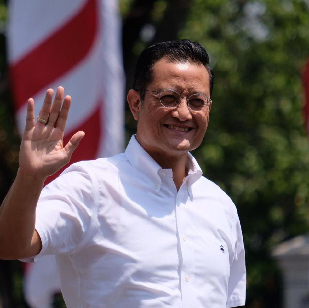 Berkemeja Putih, Politikus PDIP Juliari Batubara Juga Merapat ke Istana