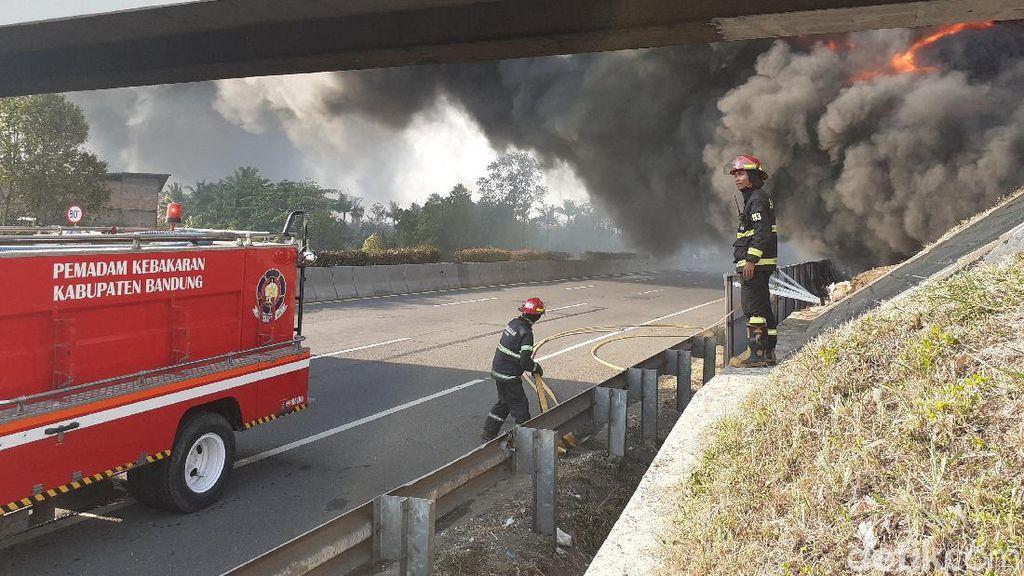 Pipa Pertamina Cimahi Meledak, Lalin Tol Padaleunyi Arah Jakarta Dialihkan