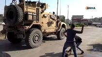 Konvoi Militer Turki dan Rusia Dilempari Batu oleh Warga
