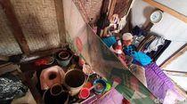 Pria Lumpuh Tidur Berdempetan dengan Lubang BAB di Sukabumi