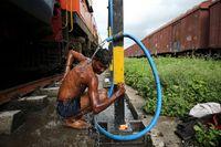 Kisah Bocah India yang Naik Kereta untuk Membawa Air
