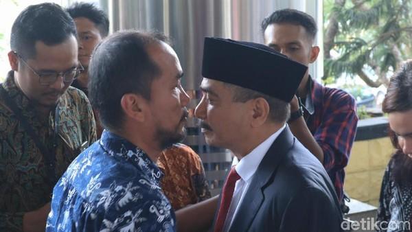 Para staff dan eselon Kemenpar pun tampak berat hati melepas Arief. Hal serupa juga tampak dari raut wajah Arief (Randy/detikcom)