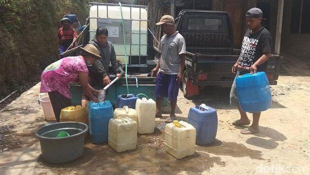 Warga Terdampak Angin Kencang Magelang Butuh Bantuan Air dan Genting