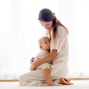 Alasan Ibu yang Dikritik karena Beri ASI hingga Anaknya Berusia 8 Tahun