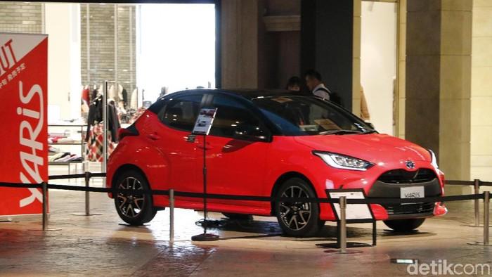 Toyota memperlihatkan Yaris model 2019 di Megaweb, Tokyo, Jepang, 23 Oktober 2019.