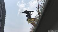 Greenpeace juga Pasang Spanduk di Patung Pancoran: Lawan Perusak Hutan