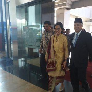 Didampingi Suami, Sri Mulyani Balik Ngantor ke Kemenkeu