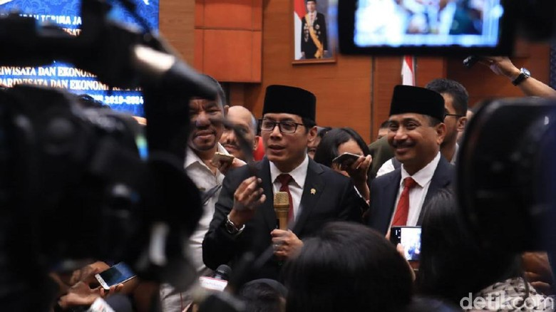 Wishnutama (tengah) dan Arief Yahya (sebelah kirinya) (Johanes Randy/detikcom)