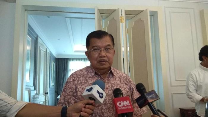 Mantan Wakil Presiden Jusuf Kalla (JK) menyamakan posisi Menteri Pertahanan Prabowo Subianto saat ini dengan sikap Golkar di 2014. JK mengatakan tak ada kawan dan lawan abadi dalam politik.