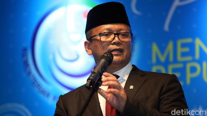 Menteri KKP periode 2019-2024 Edhy Prabowo hadiri acara pisah-sambut di Kementerian Kelautan dan Perikanan. Eks Menteri KKP Susi Pudjiastuti turut hadir di sana