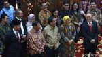 Jabat Menko Perekonomian Airlangga Happy Banget