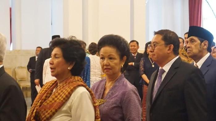 Fadli Zon bersama keluarga Prabowo datang ke Istana. (Kanavino/detikcom)