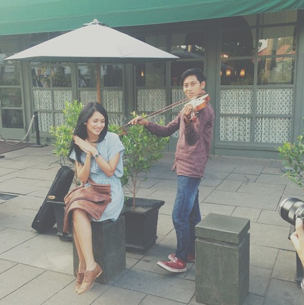Bisa tebak dong ini dimana? IYa, Gista berfoto di Kota Tua Jakarta. (gistaputri/Instagram)