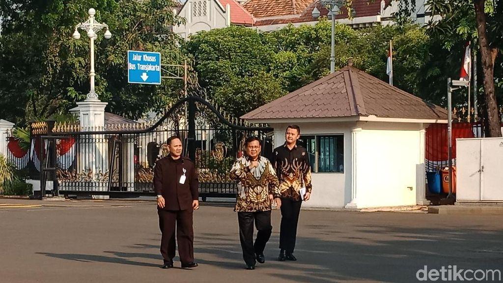Berbatik, Mahfud MD hingga Prabowo Merapat ke Istana