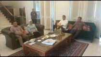 Bersama Istri, JK Saksikan Pelantikan Kabinet Indonesia Maju dari Rumahnya
