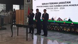 Jelang Sertijab, Jonan dan Arifin Salami Pegawai ESDM