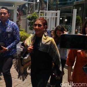 Ditemani Sang Putri, Susi Tiba di KKP untuk Perpisahan