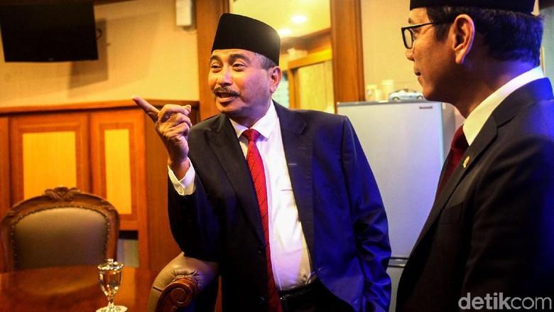 Arief Yahya (kiri) mantan menteri pariwisata bersama Wishnutama, Menteri Pariwisata baru (Rifkianto Nugroho/detikcom)