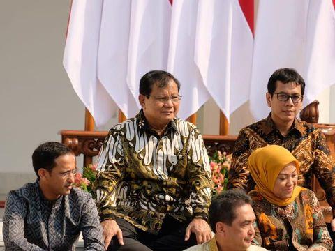 Makna Batik yang Dipakai Prabowo saat Dilantik Jadi Menteri Pertahanan