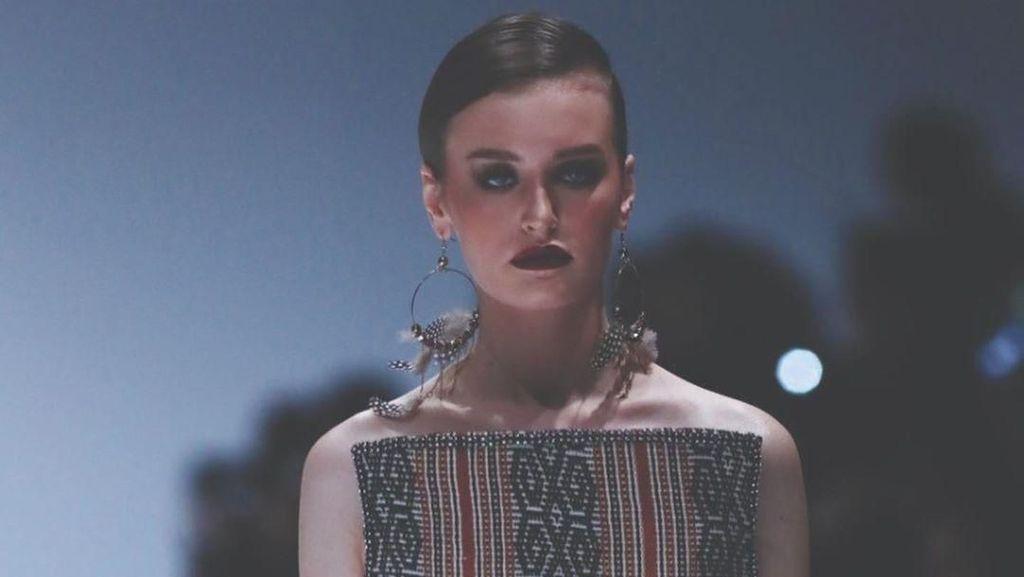 Khasanah Tekstil Sumatera Barat dalam Busana Modern di Jakarta Fashion Week