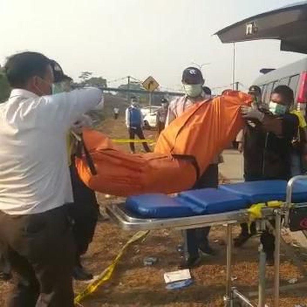 Mayat Pria dengan Kepala Terbungkus Kaos Ditemukan di Tol Pandaan