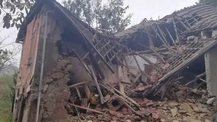 Berkat kucing peliharaan, pasangan Italia ini selamat dari tanah longsor yang menghancurkan rumah mereka (Screenshot/Secolo XIX)