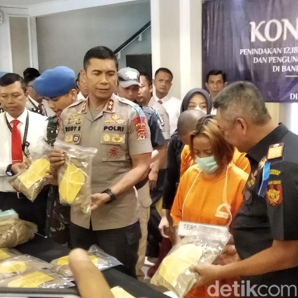 Bawa 12 Kg Sabu, Pemuda Ditangkap di Bandara Husein Sastranegara