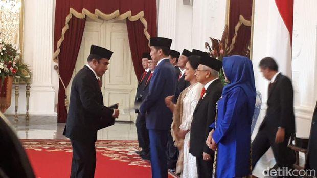 Penyerahan SK ke Menteri Kabinet Indonesia Maju.