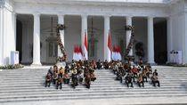 Menafsir Makna Lesehan di Istana: Menteri Jokowi Adalah Pembantu