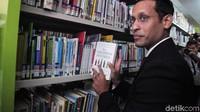 Salah satu buku yang menyita perhatian Nadiem adalah buku berjudul How Children Succeed.