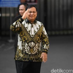 Makna Batik yang Dipakai Prabowo saat Dilantik Jokowi Jadi Menhan