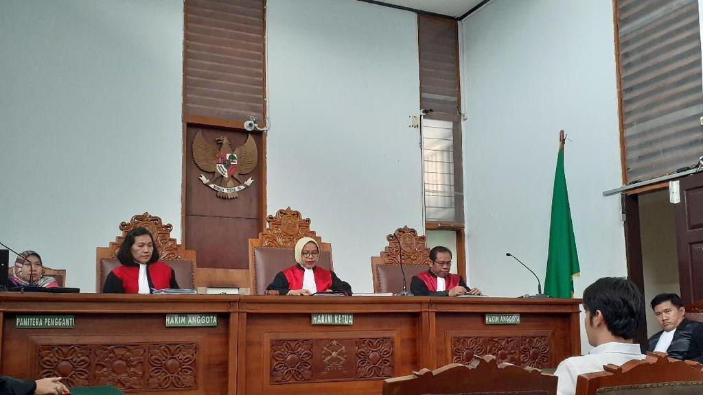 Hakim Tolak Eksepsi Kriss Hatta di Kasus Penganiayaan