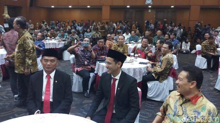 Foto: Mendikbud Nadiem Makarim dan Muhadjir Effendy (Farih Maulana Sidik/detikcom)