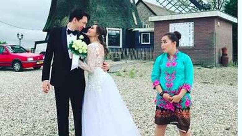 Seputar Pernikahan Rina Nose
