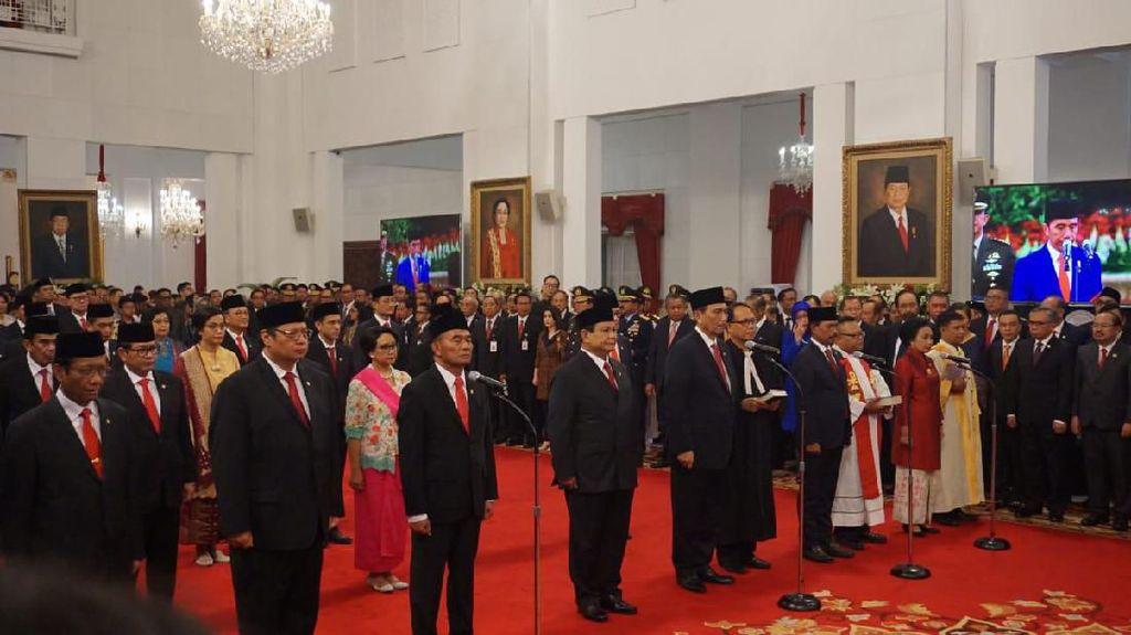 Dilantik Jokowi Jadi Menhan, Prabowo Didampingi Anaknya